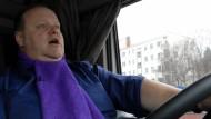 Ein LKW-Fahrer mit Plattenvertrag