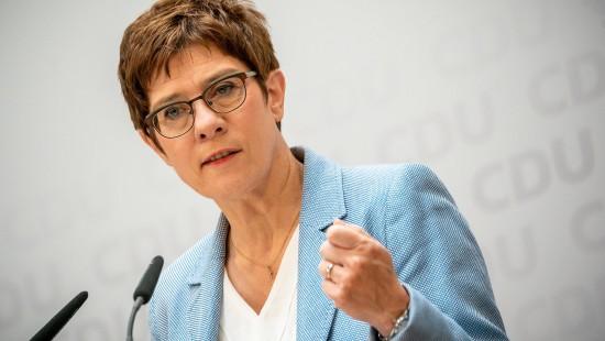 Kramp-Karrenbauer kündigt Entscheidung zum KSK an