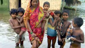 Millionen Flutopfer in Indien und China