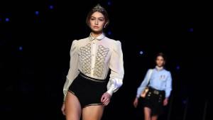 Mit Krönchen auf der Fashion Week