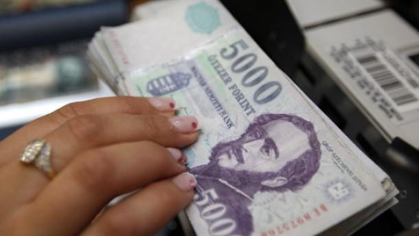 Ungarn wagt sich an eine Bankensteuer heran