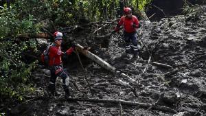 Einsatzkräfte in Mexiko suchen nach Überlebenden
