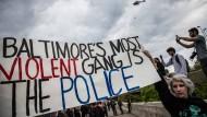 Sechs Polizisten wegen Mordes angeklagt