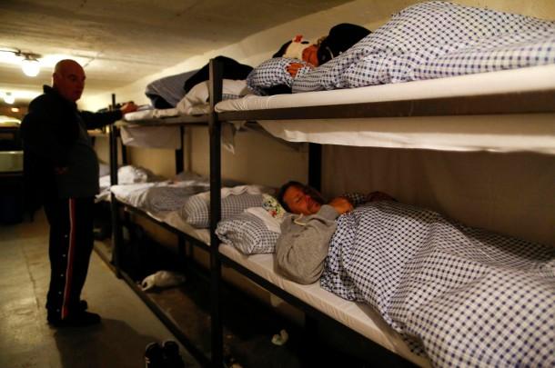 Schlafbefehl: Im Engen Schlafsaal übernachten Die Teilnehmer Aus Dem  Gesamten Bundesgebiet In Etagenbetten.