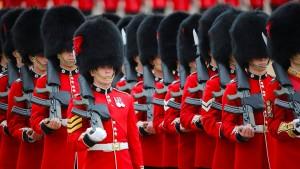"""""""Trooping the Colour""""-Parade für die Queen zum Geburtstag"""