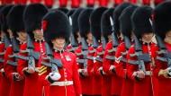 Trooping the Colour-Parade für die Queen zum Geburtstag