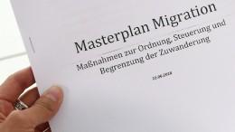 """Seehofer stellt seinen """"Masterplan Migration"""" vor"""