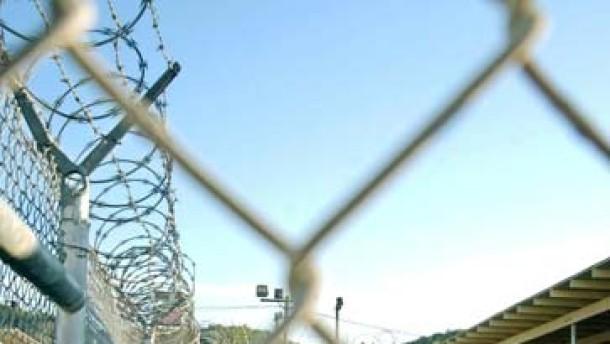 """Bush """"ernsthaft besorgt"""" über Selbstmorde in Guantanamo"""