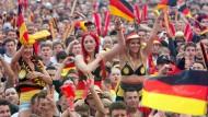 Fans mit Leistung der deutschen Mannschaft zufrieden