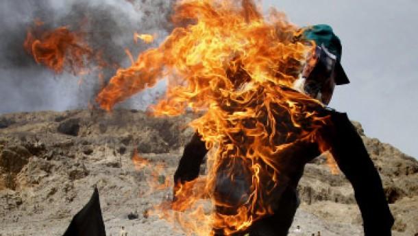 Karzais Spiel mit dem Feuer