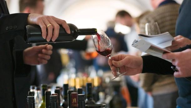 Rotwein als Magnet