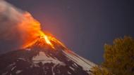 Vulkan Villarrica spuckt Feuer