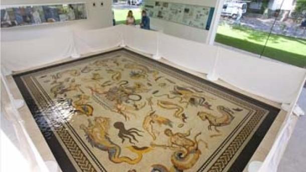 Lebendiges Kunstwerk aus kleinen Mosaiksteinen