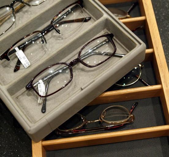 verbotene preisabsprachen hohes bu geld gegen brillenglas. Black Bedroom Furniture Sets. Home Design Ideas