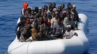 Italienische Marine rettet erneut Flüchtlingsboot