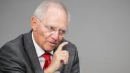 Schäuble hält an Steuerprivilegien für Betriebs-Erben fest