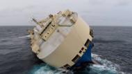 Führerloser Frachter steuert auf Frankreichs Küste zu