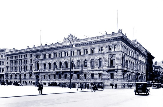 Das Reichsfinanzministerium am Wilhelmplatz in Berlin. Im zweiten Weltkrieg wurde das Gebäude weitgehend zerstört.