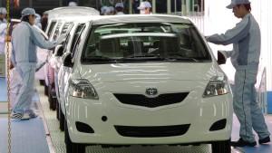 Japanische Autoproduktion mit halber Kraft