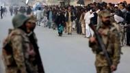 Mehr als 130 Tote bei Taliban-Angriff auf Schule