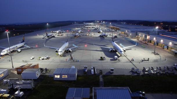 Den Billigflughäfen gehen die Passagiere aus