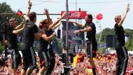 Deutschlands Weltmeister tanzen und singen