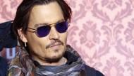 Johnny Depp feiert Weltpremiere von Mortdecai