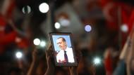 Anhänger des Präsidenten Recep Tayyip Erdogan am Sonntagabend in Istanbul