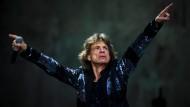 Fit im Glitzer-Jackett: Mick Jagger