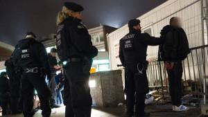 Auch Flüchtlinge unter den Verdächtigen