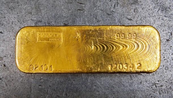 Goldverarbeitung bei der Heraeus Holding GmbH