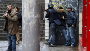 Polizei erschießt Angreifer in Paris