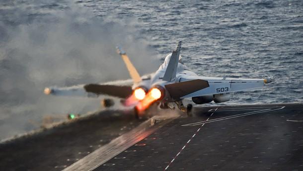 Amerikas Luftwaffe zerstört 283 Öl-Laster des IS