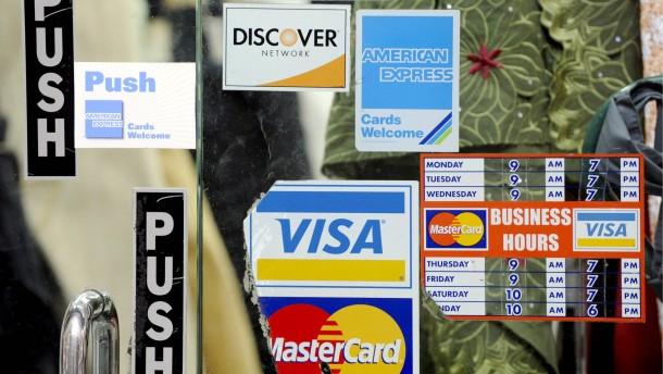 Ab Mai sinken die Kreditkartengebühren