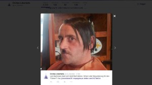 Pegida-Gründer spielt Hitler
