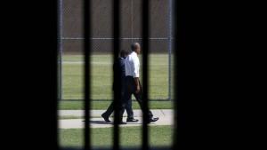 Obama wirbt im Gefängnis für Strafrechtsreform