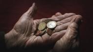 Menschen mit hohem Einkommen leben durchschnittlich länger als Menschen mit geringem Einkommen. Aber woran liegt es?